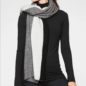 New with Tag Athleta Border stripe Boucle Scarf